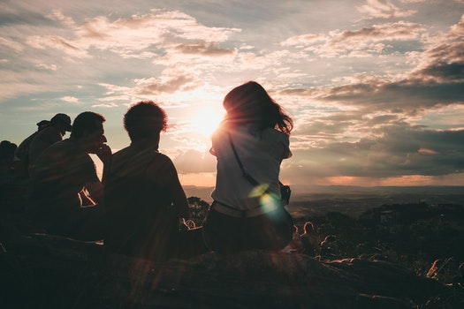 Kostenloses Stock Foto zu landschaft, himmel, sonnenuntergang, menschen
