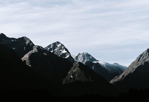 Kostnadsfri bild av bergen, bergskedja, bergstopp, dagsljus