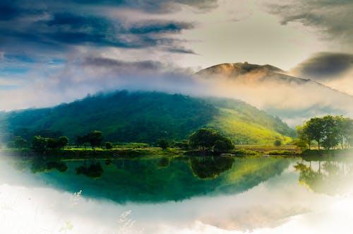 Foto profissional grátis de cor, lago da montanha, luz da manhã, montanha
