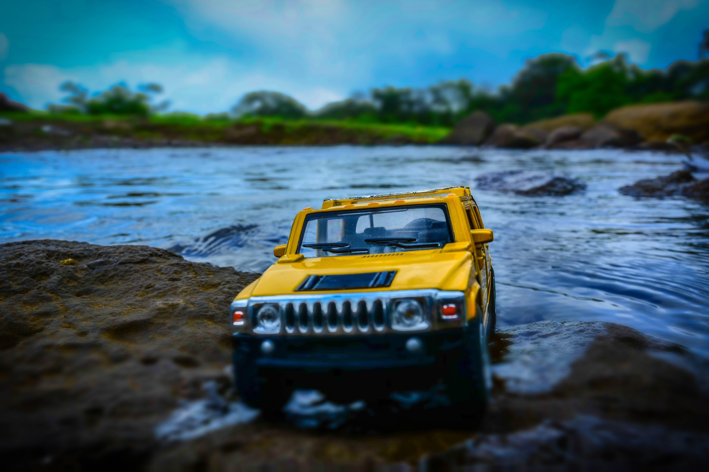Foto profissional grátis de água, automóvel, brinquedo em miniatura, hummer