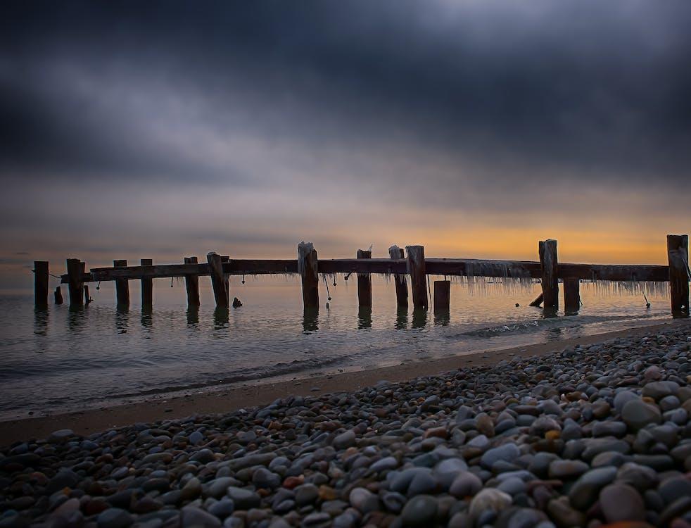 dok, dřevěný, kameny