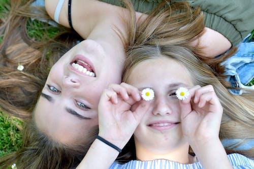 Fotos de stock gratuitas de chavalas, chicas, flores