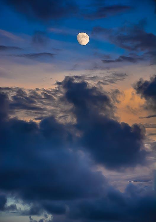 атмосфера, Денне світло, місяць
