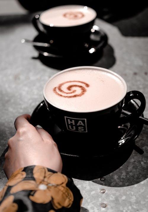 Ingyenes stockfotó bögre, cappuccino, chai latte témában