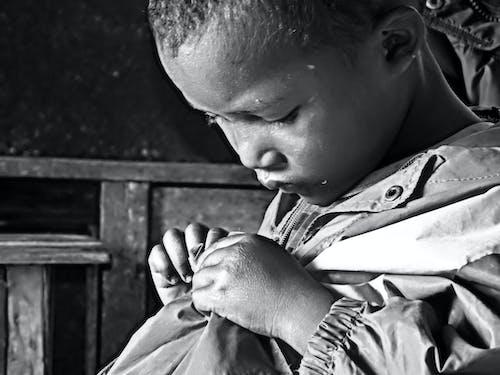 傷心, 兒童, 马达加斯加, 黑與白 的 免费素材照片