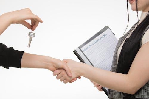 Foto stok gratis berjabat tangan, berurusan, dokumen