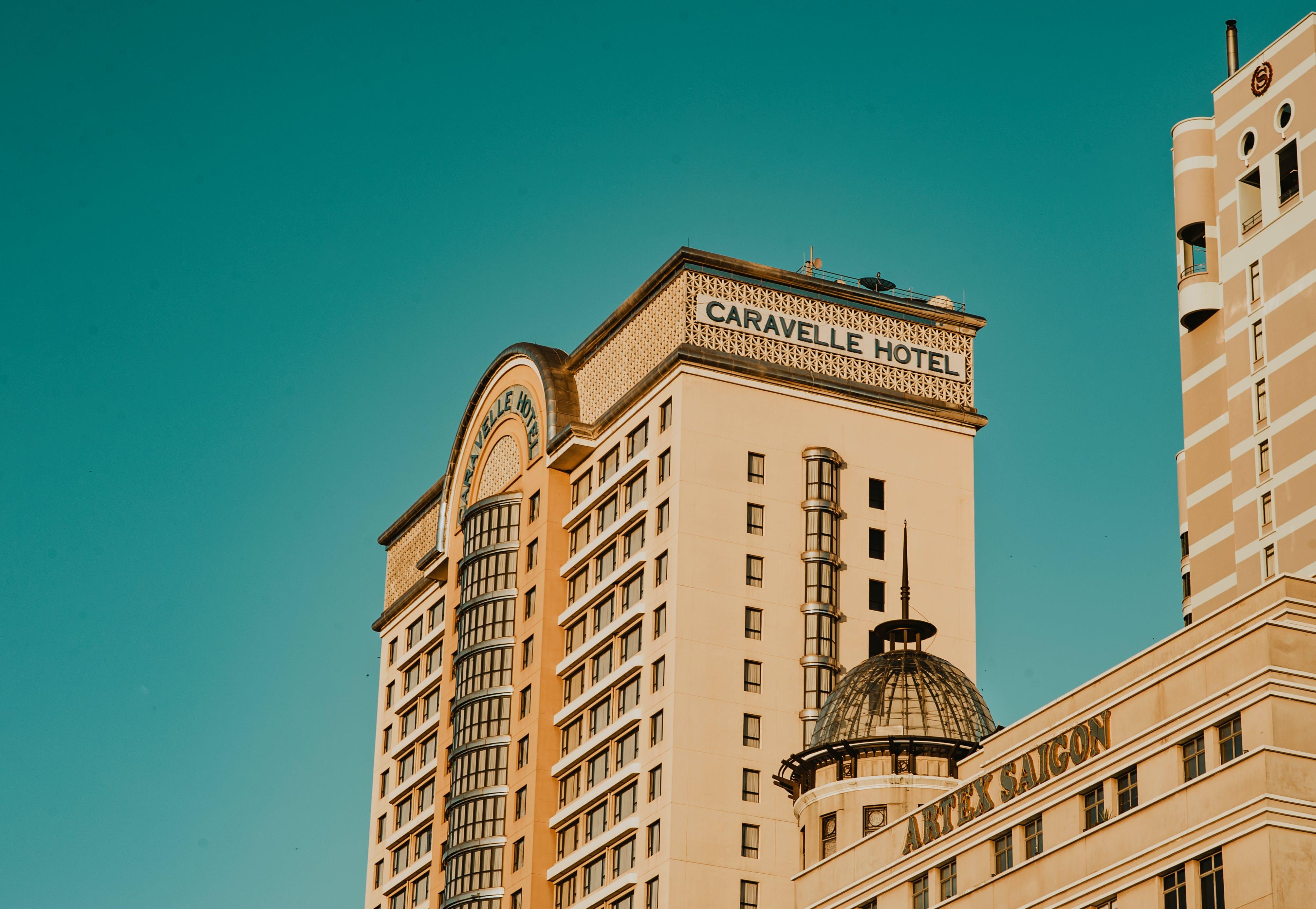 Kostenloses Stock Foto zu himmel, gebäude, hotels, architektur