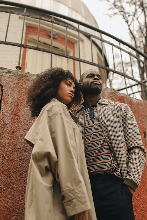 Gratis arkivbilde med afrikansk amerikansk par, ansiktsuttrykk, bruke