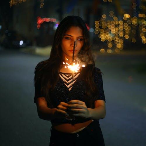 Foto profissional grátis de à noite, atraente, bokeh