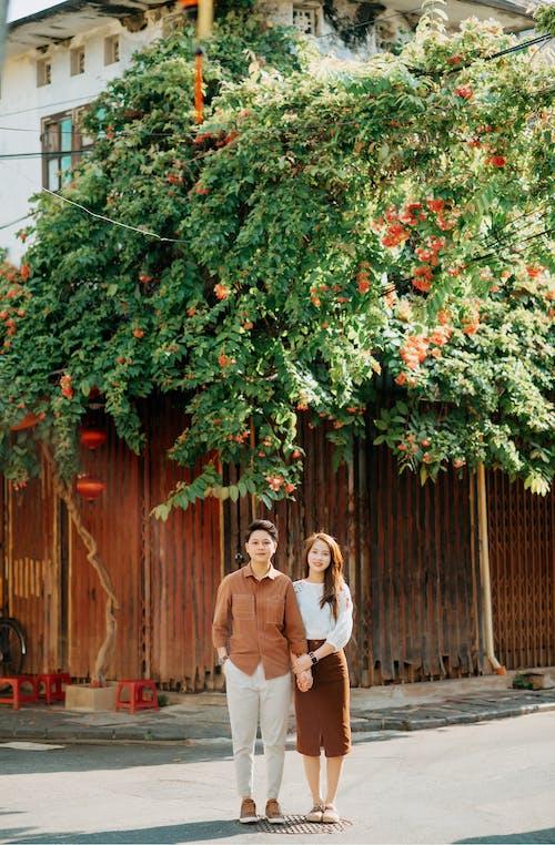 アジアカップル, アモーレ, うれしいの無料の写真素材