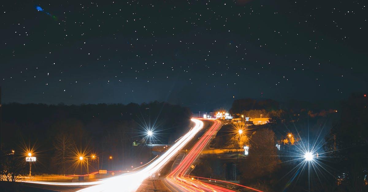 Красивое фото ночной трассы из авто