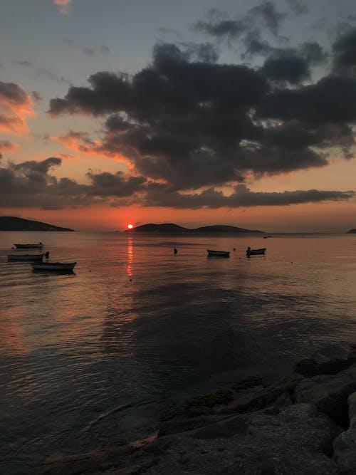 Fotobanka sbezplatnými fotkami na tému bosphorus, člny, pláž západ slnka