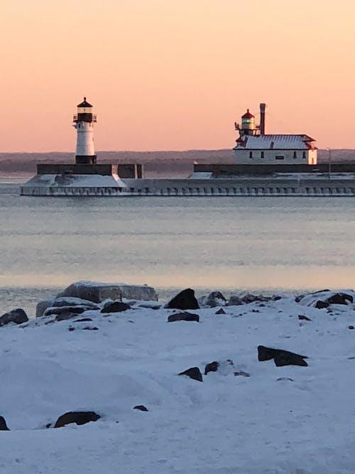 Gratis lagerfoto af fyrtårn, havn, solnedgang