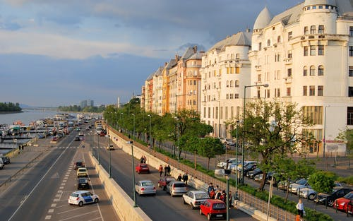 Gratis stockfoto met architectuur, auto's, daglicht, Donau