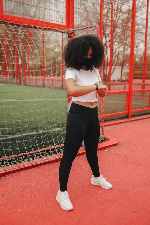 Fotos de stock gratuitas de adolescente, adulto, al aire libre