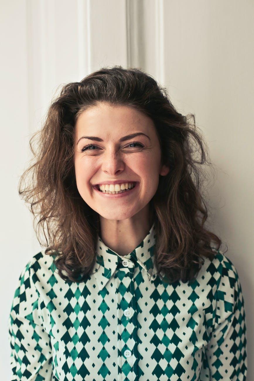 Tanács mosolygás agyműködés facial feedback