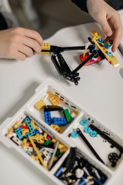 Fotos de stock gratuitas de apilar bloques, bloques de construcción, jugando