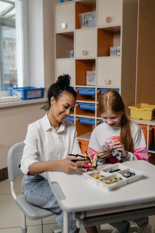 インドア, おもちゃを作る, スタッキングブロックの無料の写真素材