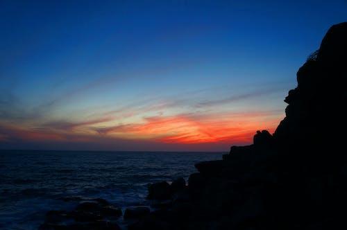 Gratis stockfoto met blauwe lucht, Donkere lucht, rock, schijnen