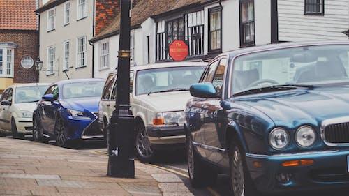 Foto profissional grátis de asfalto, automóveis, calçamento, carros estacionados
