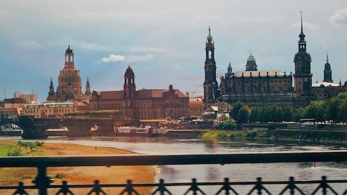 Безкоштовне стокове фото на тему «Адміністрація, архітектура, будівлі, вежа»