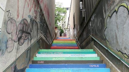 Fotobanka sbezplatnými fotkami na tému pouličné umenie, schody