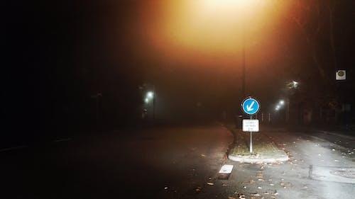 Fotobanka sbezplatnými fotkami na tému hmla, ulica, zahmlený