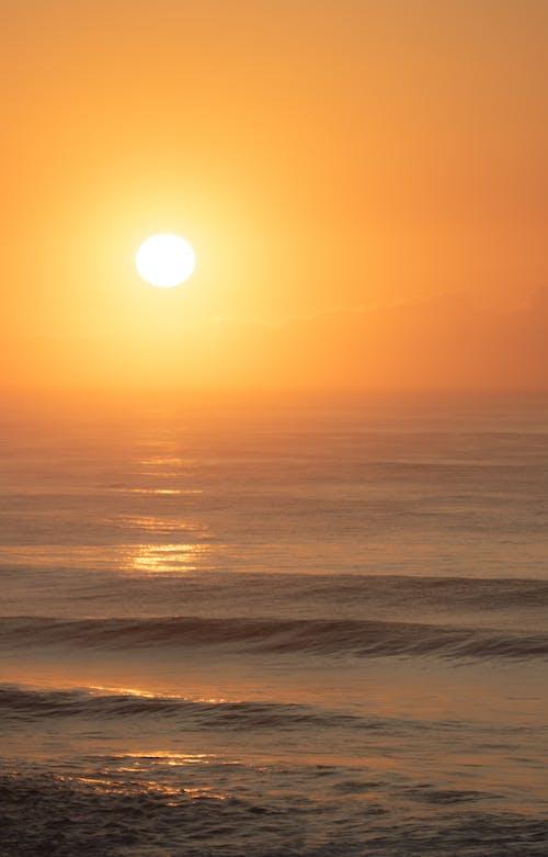 Gratis arkivbilde med bølger, daggry, hav