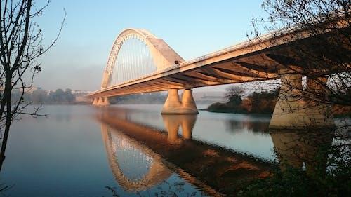 Ilmainen kuvapankkikuva tunnisteilla arkkitehtuuri, joki, keulaohjauskaari, rakennelma