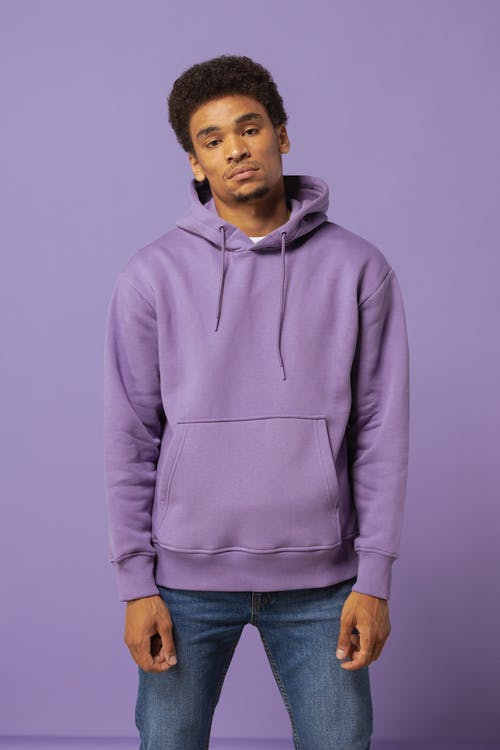 Foto stok gratis hoodie ungu, jins denim, lelaki berkulit hitam