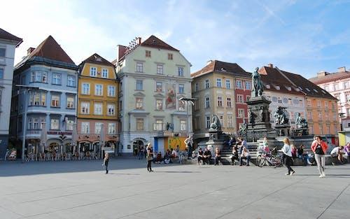 Fotos de stock gratuitas de apartamento, arquitectura, bicicletas, caminando
