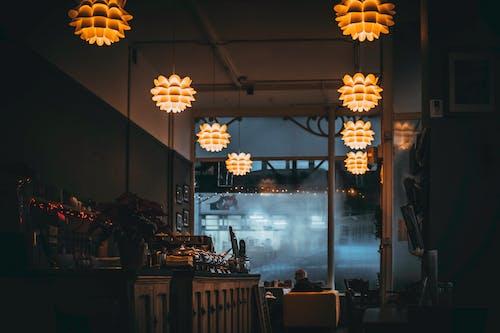 Kostenloses Stock Foto zu beleuchtung, büffet, drinnen, gemütlich