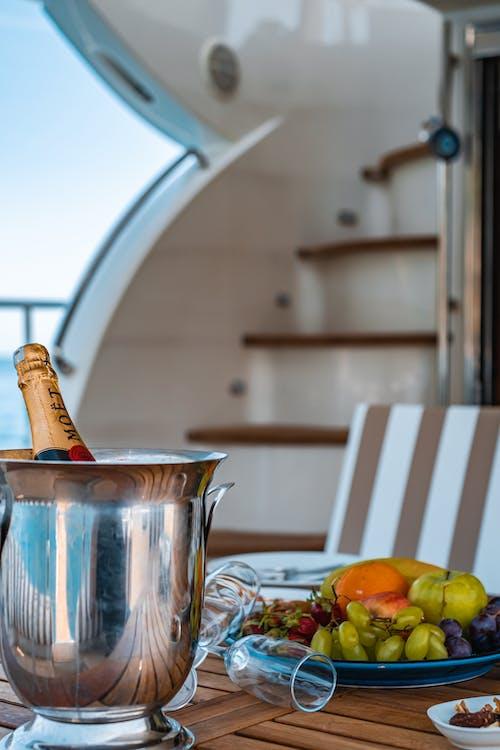 Бесплатное стоковое фото с бутылка шампанского, в помещении, вино