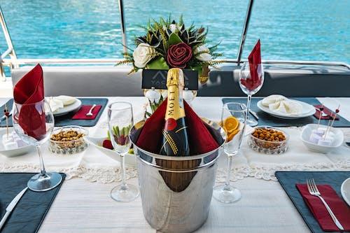 Бесплатное стоковое фото с бутылка шампанского, вечеринка, вилка