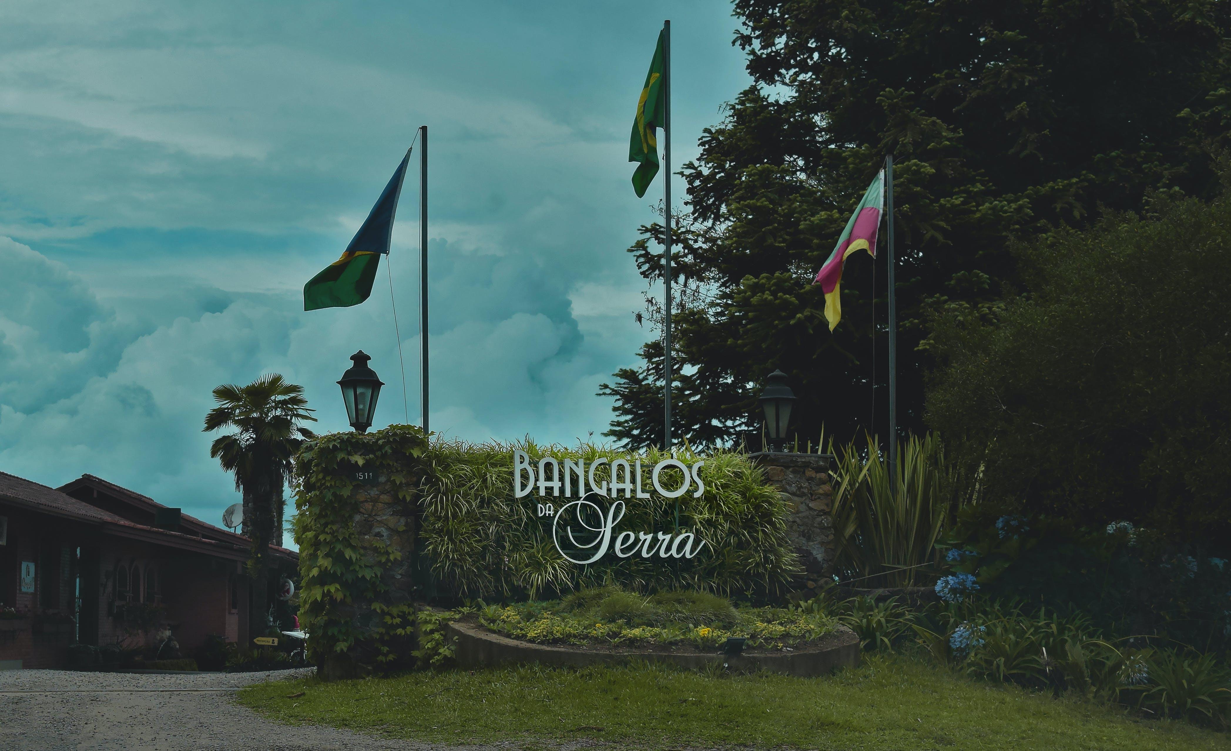 Gratis lagerfoto af bangalos da serra, blå himmel, dagslys, flag