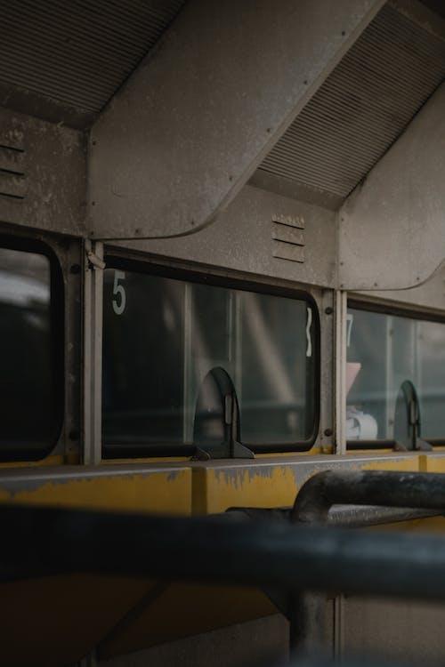 Kostenloses Stock Foto zu architektur, bus, drinnen