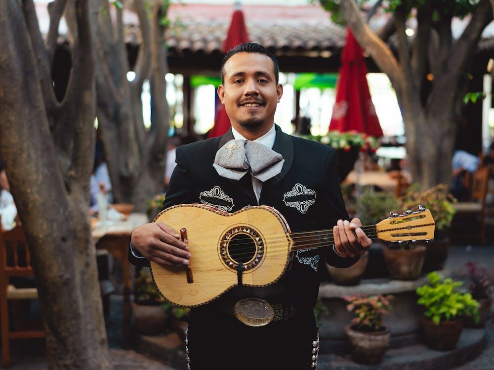 Безкоштовне стокове фото на тему «cinco de mayo, mariachi, акустична гітара»