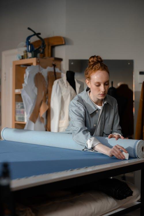 Foto profissional grátis de alfaiate, costura, costureira