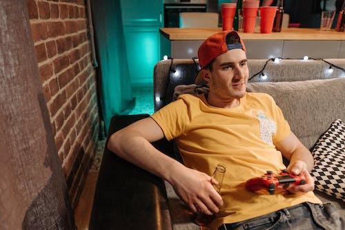 게임 컨트롤러, 남자, 놀이의 무료 스톡 사진
