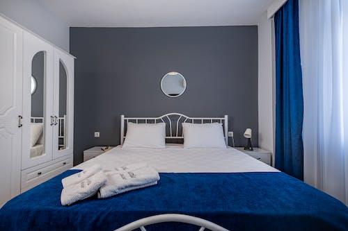 Бесплатное стоковое фото с двуспальная кровать, кровать, мебель