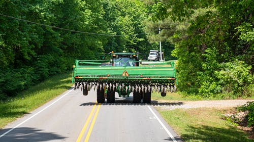 Darmowe zdjęcie z galerii z ciągnik, ciągnik na drodze, ciężarówka