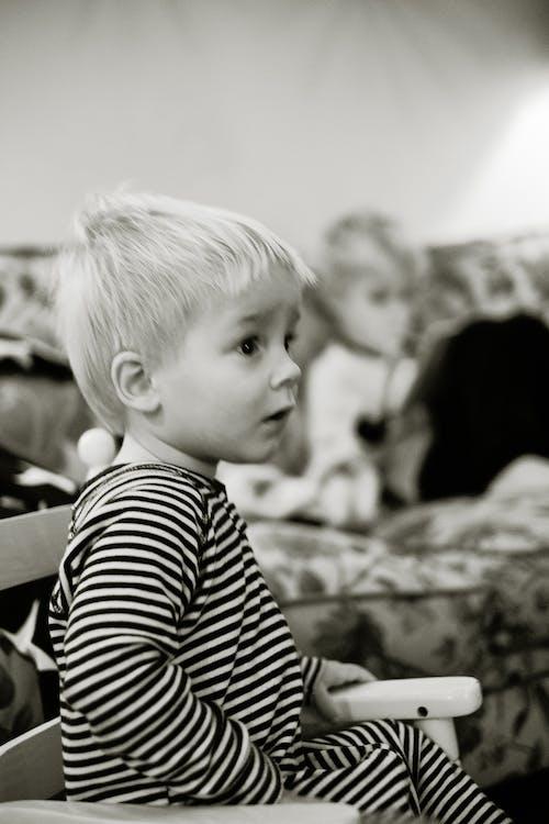 คลังภาพถ่ายฟรี ของ ขาวดำ, คน, ทารก, นั่ง