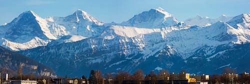 Gratis lagerfoto af bjerge, bjergkæde, bygninger, landskab