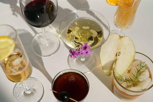 Безкоштовне стокове фото на тему «алкоголь, аперитив, білий фон»