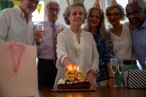 Immagine gratuita di 60 anni, adulto, affetto