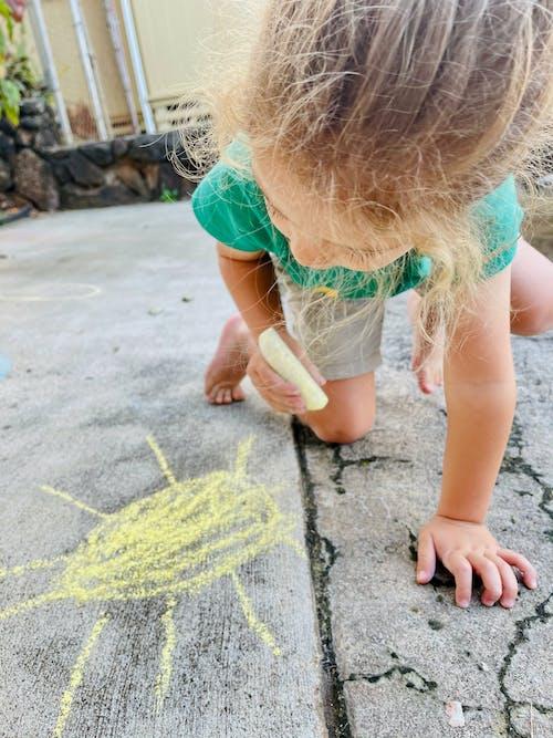 Immagine gratuita di bambini carini, gesso, marciapiede