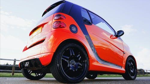 두 개의 brabus를위한 똑똑한, 빨간, 소형차의 무료 스톡 사진