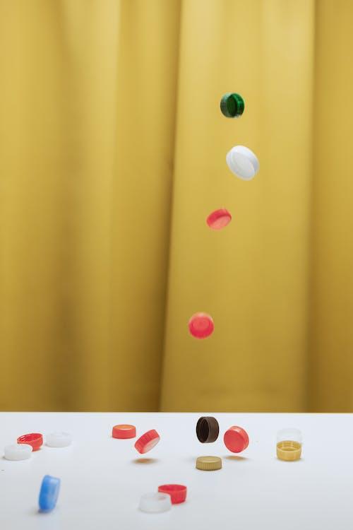 Fotos de stock gratuitas de adentro, cayendo, colorido