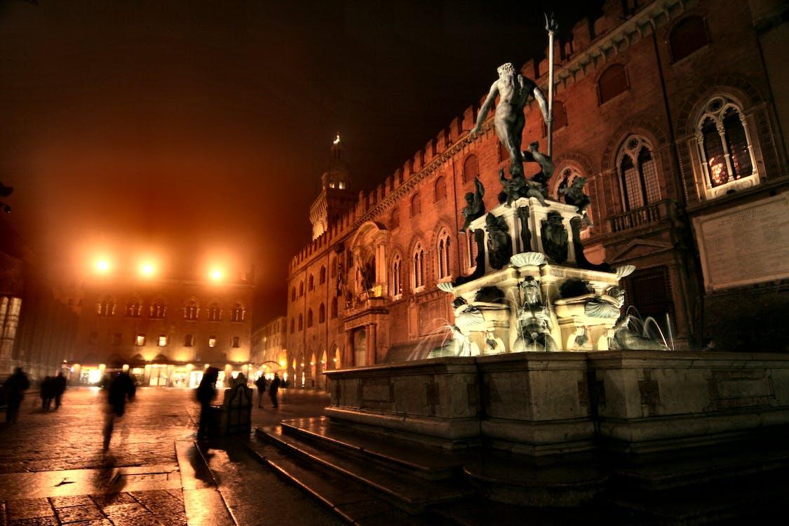 Fontana Di Acqua Durante La Notte