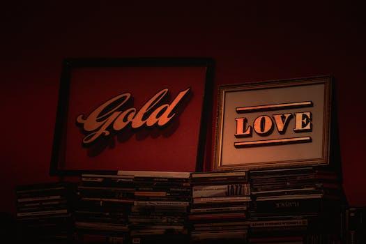 Carteles de oro y amor con marcos